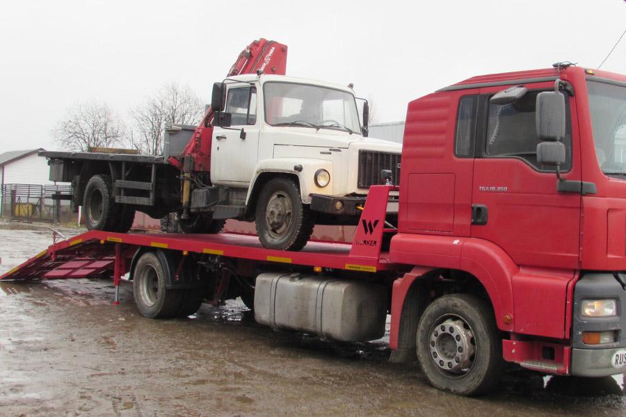 Погрузка на грузовой эвакуатор